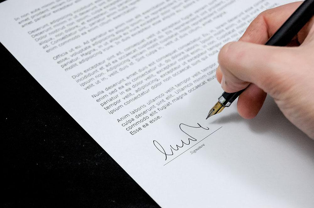 Quelle est la spécificité des contrats d'assurance ?