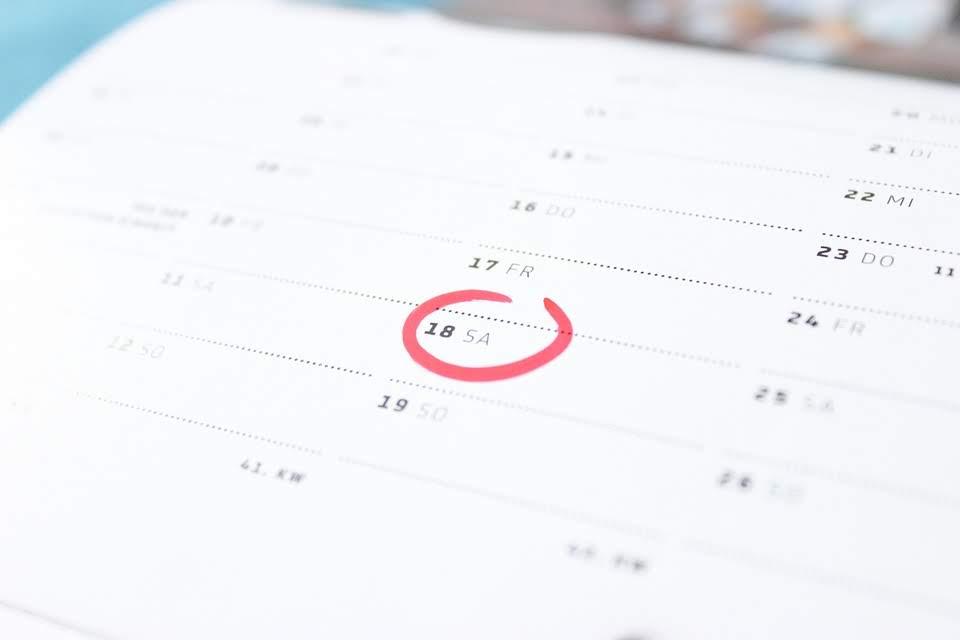 Wat is het verschil tussen maand en kalendermaand?